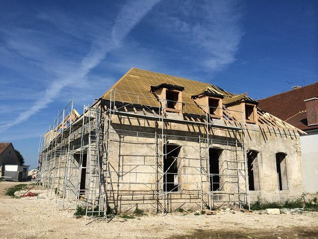 Entreprise construction charpente bois Lorraine : charpente traditionnelle du château d'Eclance - martin charpentes