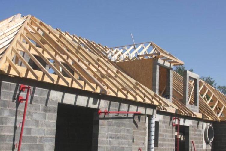Charpente traditionnelle maison neuve moselle martin for Construction maison industrielle