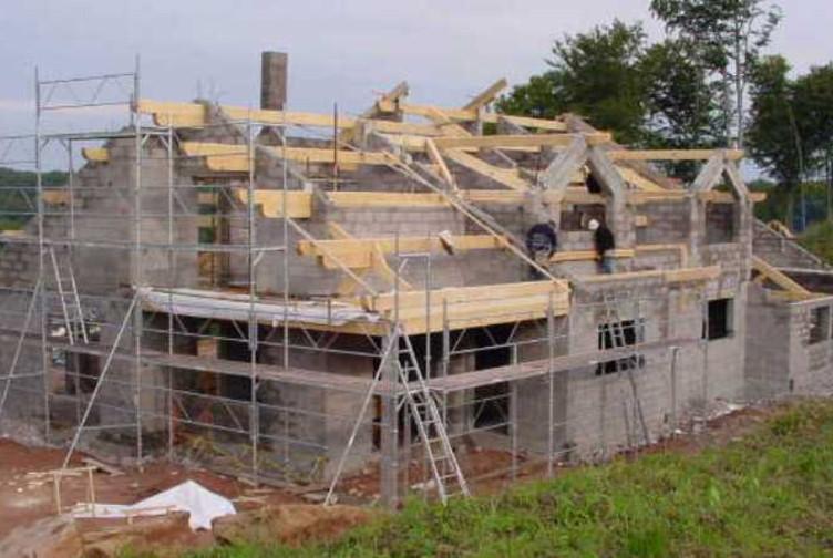 Construction maison neuve charpente traditionnelle for Entreprise construction maison