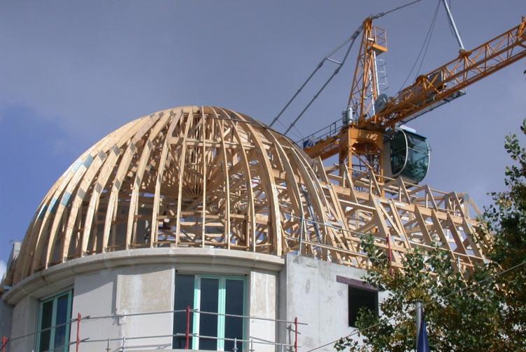 Entreprise construction charpente bois en Lorraine : dôme en charpente industrielle – martin charpentes