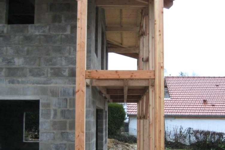 Entreprise construction & charpente bois : ferme balcon pour une maison dans la Meuse – Martin charpentes