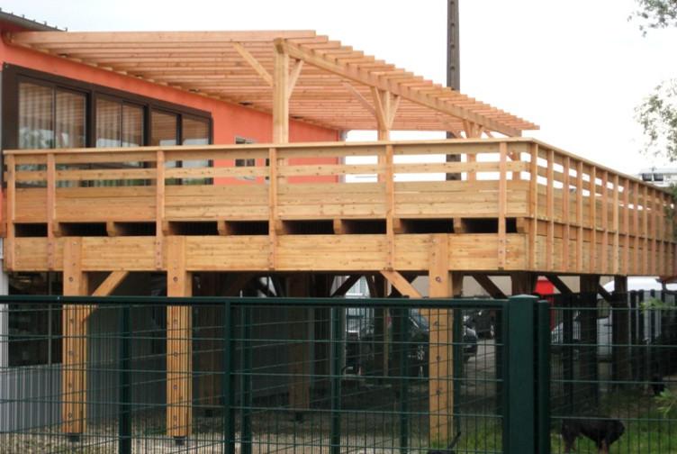 Entreprise construction charpente traditionnelle & structure bois : pergola en douglas en Meurthe et Moselle – Martin charpentes