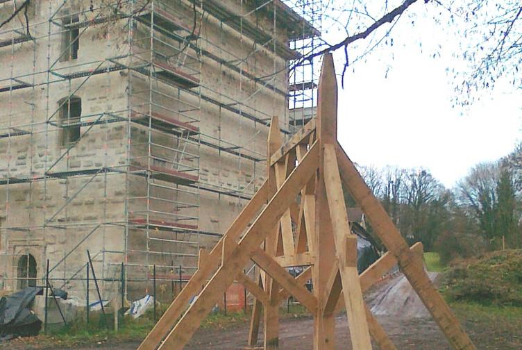 Entreprise construction charpente traditionnelle dans l'Est de la France : donjon de Vignory - Martin charpentes
