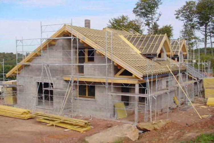 Entreprise de construction bois : réalisation d'une charpente bois pour la construction de maisons – Martin charpentes