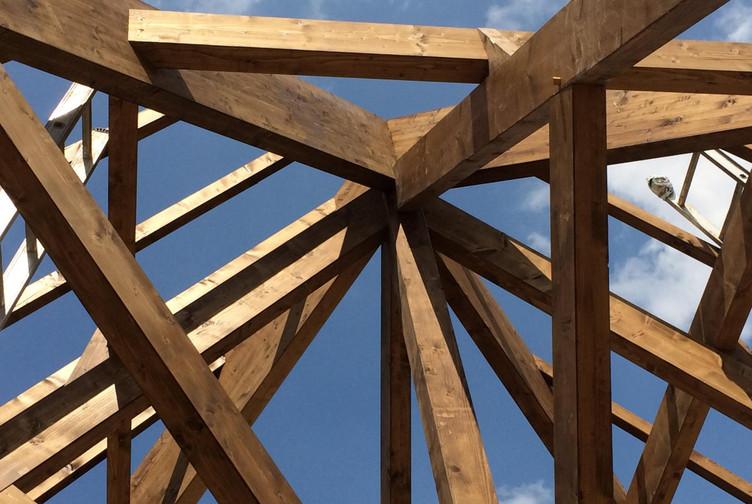 Entreprise construction charpente bois en Lorraine : charpente traditionnelle auberge de Montenach - martin charpentes