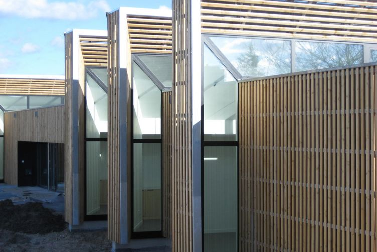 Structure bois metal bardage bois void vacon martin charpentes - Maison bois metal ...